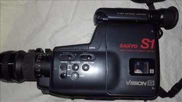 Prodajem Sanyo S1 video kameru + objektiv