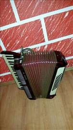 Harmonika sa 60 basova