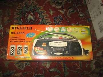 Radiokasetofon Megatech neispitan