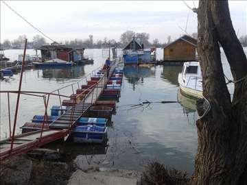 Splav-marina Železničar Makiš