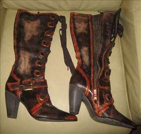 Nove neverovatni čizme / koža