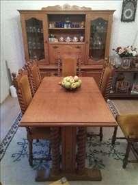 HITNO prodajem sto, stolice i vitrinu puno drvo