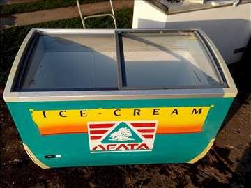 Zamrzivač za sladoled sa staklom