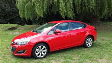 NOVA Opel Astra - Rent a Car Martello