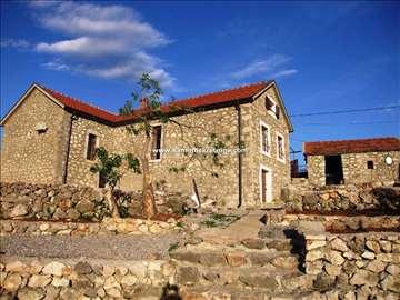 Restaurirana kamena kuća u okolini Podgorice