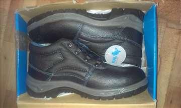 Raven nove radničke cipele, akcija