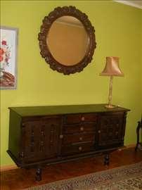 Komoda, ogledalo, lampa
