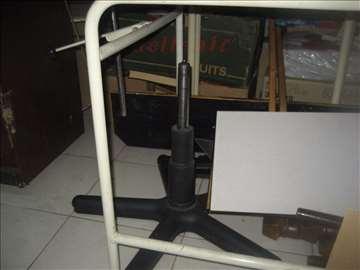 Kancelarijska stolica u delovima