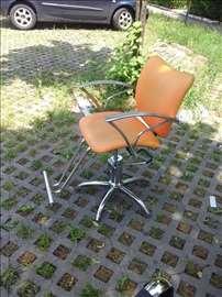 Frizerske stolice i šamponjera