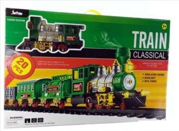 Veliki voz sa šinama, izbacuje dim
