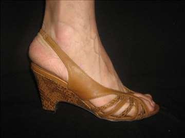 Braonkaste sandale