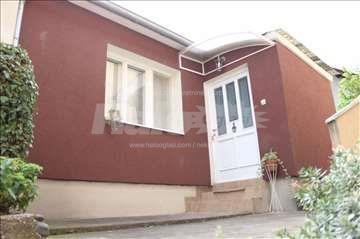 Izdajem nameštenu kuću u Centru Kragujevca