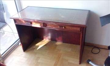 Ratan pisaći sto