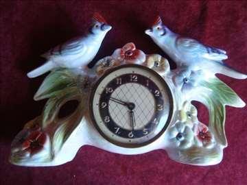 Porcelanski stoni sat