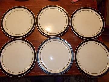 Šest plitkih tanjira