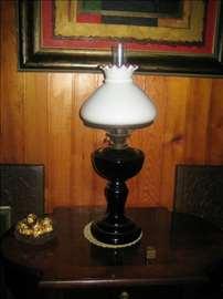 Prelepa i retka crna petrolej lampa