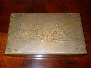 Stara kutija za nakit  i karte