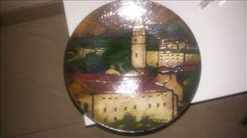 Dekorativni tanjir sa motivom grada Pazina