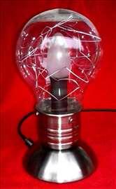 """Phillipsova lampa na """"touch"""" paljenje"""