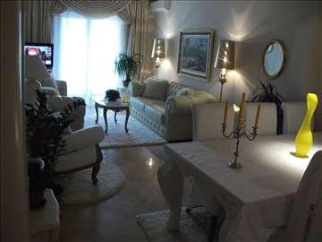 ts3039 Na prodaju luksuzan trosoban stan, Budva