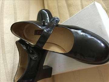 Svečane lakovane crne cipele