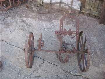 Starinski plug sakovac
