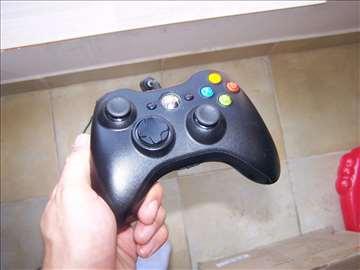 Xbox 360 žičani kontroler