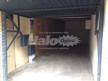 Prodajem hitno garazu od 27m2, ispod zgrade