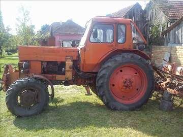 Traktor Belarus 82