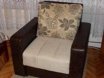 Prodajem novu fotelju
