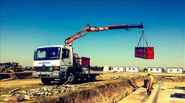 Kamion sa kranom za utovar istovar