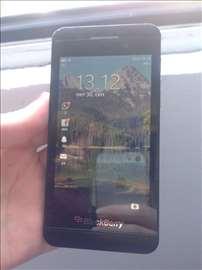 Prodajem Blackberry Z10 polovan