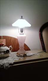 Stara lampa, prelepa, radi sa minjonkom roze-belo