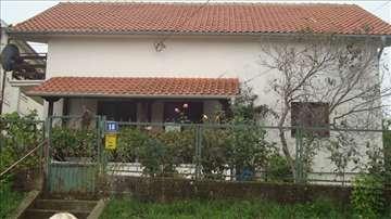 Izdavanje kuće od 180 m2 na Avali