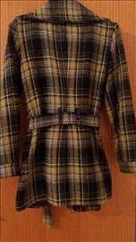 Ženski strukiran kaput