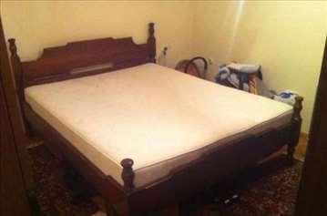 Bračni krevet i ormar