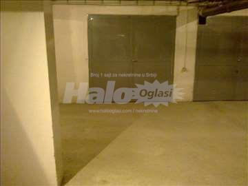 Izdajem garažu na Grbavici