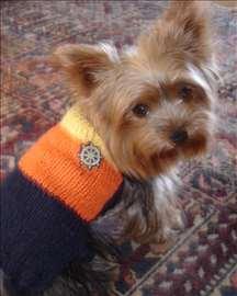 Pleteni džemperići i jaknice za pse po meri . . .