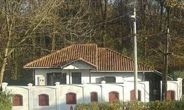 Zemun, lepa porodična kuća na 3 ara placa
