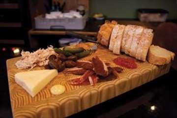 Drveni tanjiri i drvene ploče