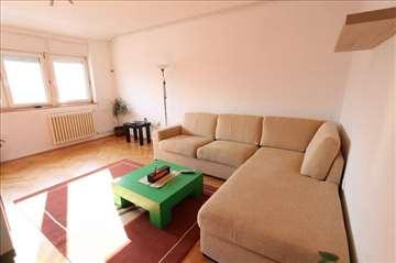 POVOLJNO! 2.0 stan na Dorćolu, novija zgrada!