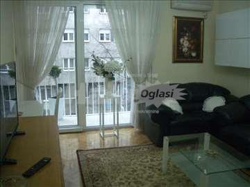 Renoviran dvoiposobni stan na Slaviji