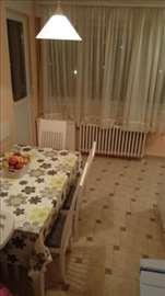 Trosoban stan u Šumicama, 82 m2, sredjen, useljiv
