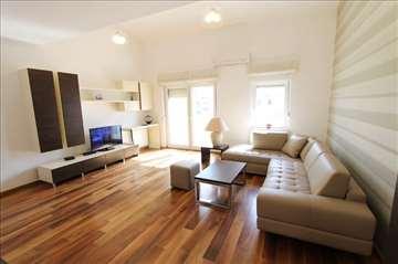 LUX, moderan 3.0 stan, NOVA zgrada, garaža!