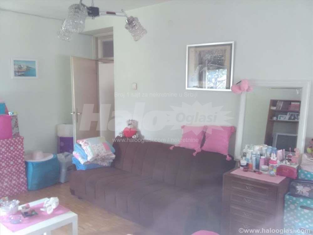 Izuzetna soba za zensku osobu  Halo Oglasi