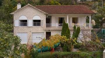 Kuća sa pogledom na more i dvorištem - Lepetane