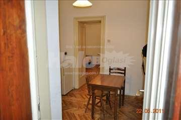 Izdaje se namešten stan u gospodar Jovanovoj ulici